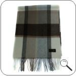 Слева направо: шарф из кашемира Natural Check, вязаный шарф в тонкую...
