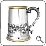 кружка с кельтским рисунком и латунным обрамлением
