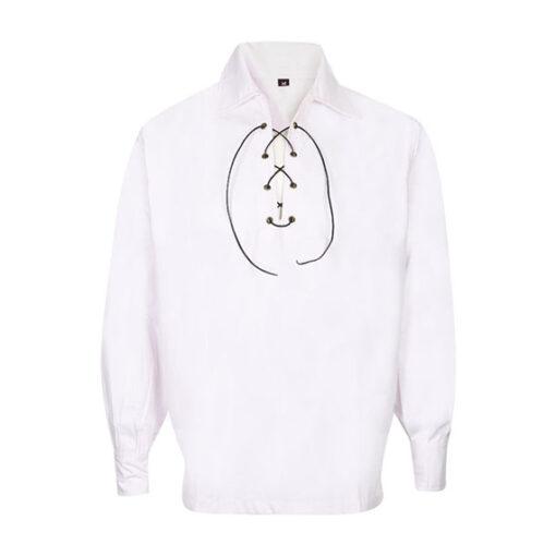 Шотландская рубашка белого цвета c кожаным шнурком.